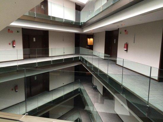 AC Hotel Burgos: Pasillo del 3º piso