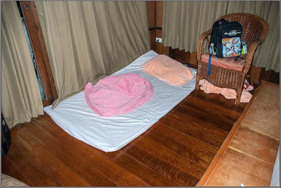The Cliff & River Jungle Resort : This dogmat is the extrabed for 500 baht/nigh. Cобачий коврик с полотенцем-extrabed за 500бат/но