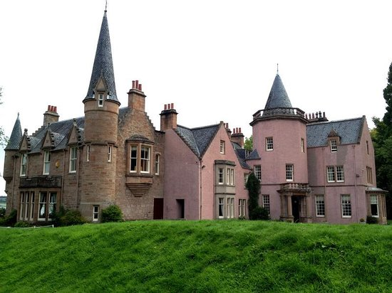 Bunchrew House Hotel: First sight – a small enchanted castle.