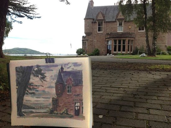 Bunchrew House Hotel: Painting in the grounds before breakfast.