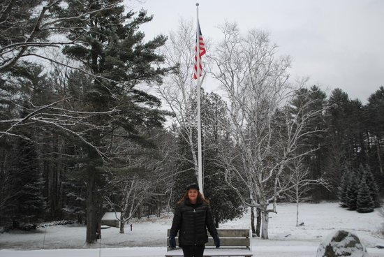 Adair Country Inn & Restaurant: Old Glory against wintry background