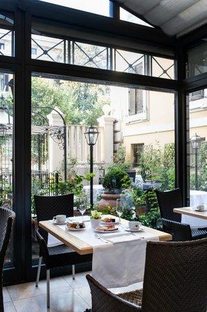 Superb Rose Garden Palace: RESTAURANT