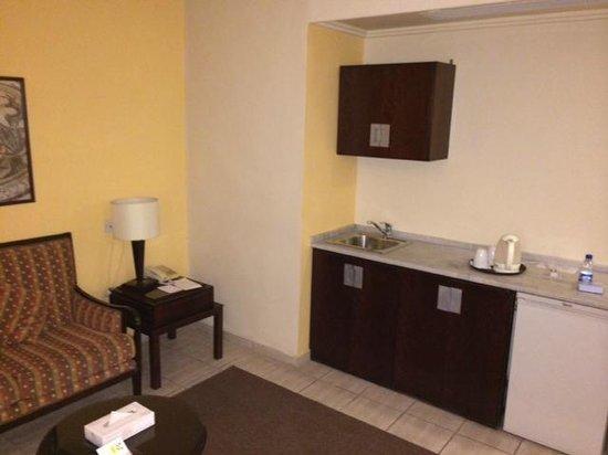 Toledo Amman Hotel : Küche Wohnbereich
