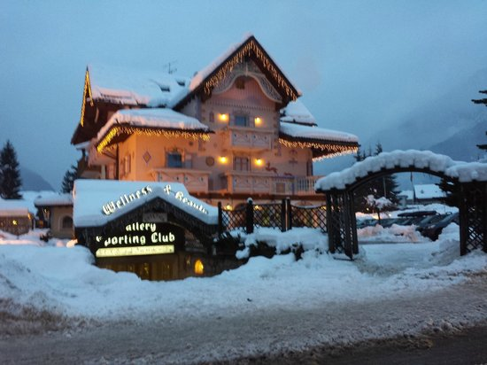 Hotel & Club Gran Chalet Soreghes: Esterno