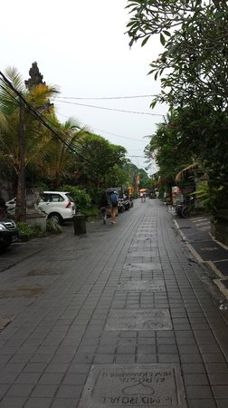 Sama's Cottages and Villas : The street outside