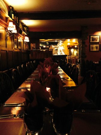 The Bull's Head Inn Foolow Restaurant: dining room catering for a large party