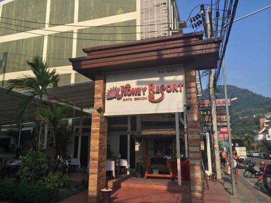Honey Resort : Вывеска