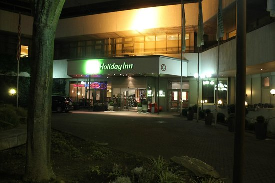 Leonardo Royal Hotel Frankfurt: Entrance