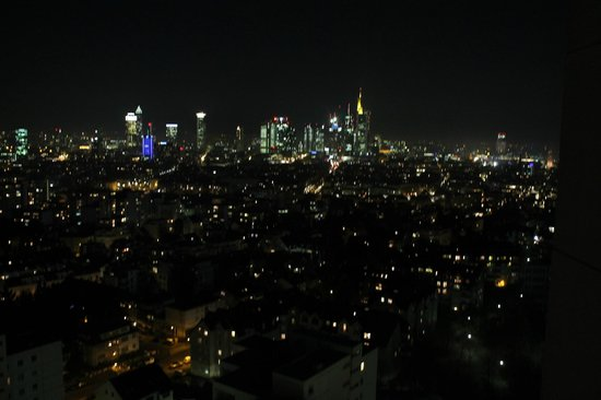 Leonardo Royal Hotel Frankfurt: View from Balcony