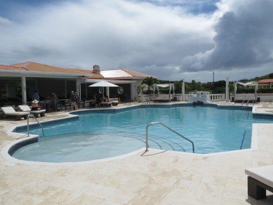 Grenadian by Rex Resorts: Pool Area