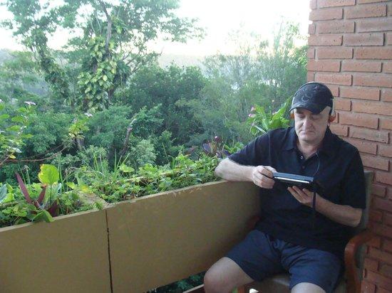 Raices Esturion Hotel : El balcón, amplio, es el lugar para fumar