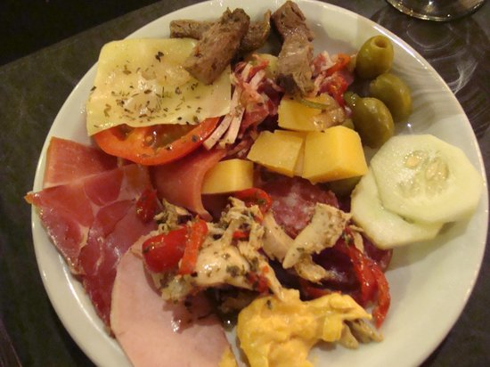 Raices Esturion Hotel : Típico primer plato del buffet
