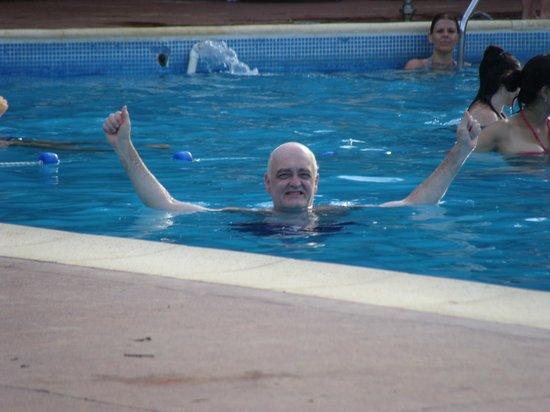 Raices Esturion Hotel : La piscina, amplia y siempre limpia