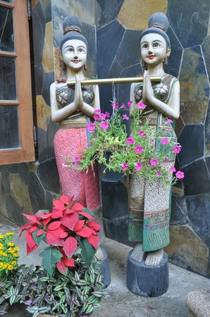 Chiang Mai House for Dreamer: Warm greetings from the guest house