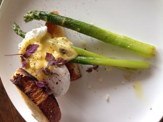 Two Naughty Chooks: Delicious Asparagus with truffle