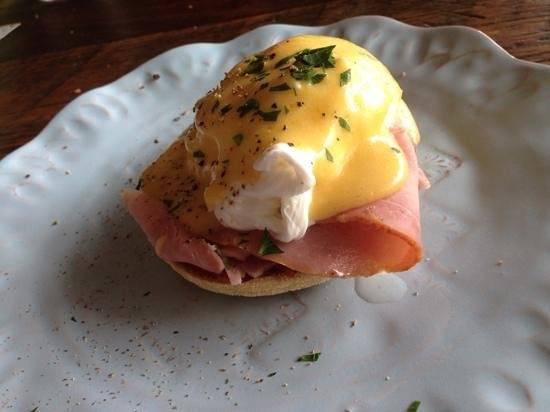 Two Naughty Chooks: yummy eggs benedict