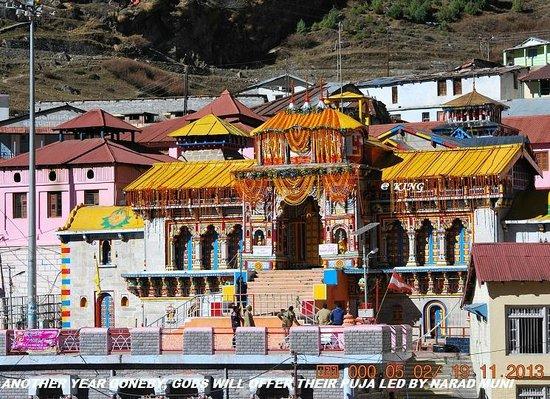 Badrinath, India: Mandir all decorated on the closing ceremony