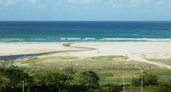 Kirra Surf Apartments : Our gorgeous view.