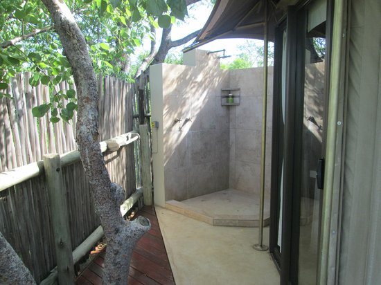The Elephant Camp : Outdoor shower