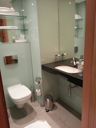 Ramada Encore Tangier : Bathroom