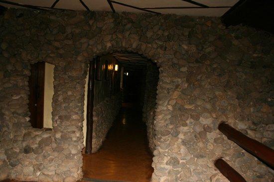 Ngorongoro Serena Safari Lodge: corridor