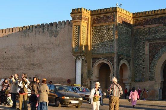 Bab Mansour Gate parte sx al cala sole
