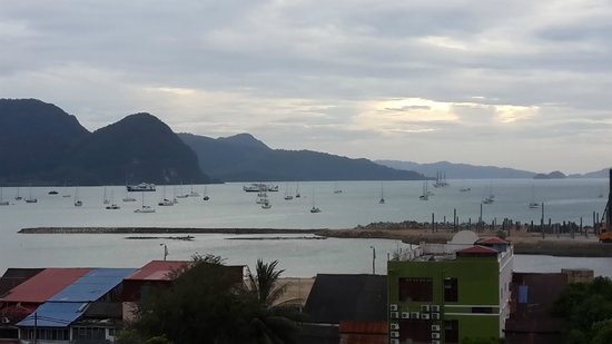 Bayview Hotel Langkawi: A view of the sea from the room