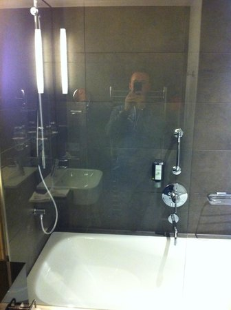 Adina Apartment Hotel Hamburg Michel: Badewanne