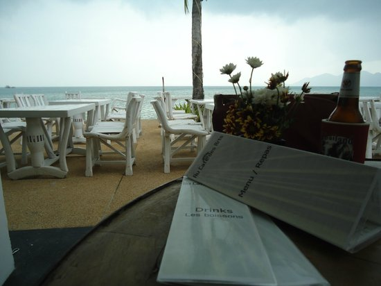 Papillon Resort : cafe open to beach