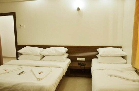 Hotel Sai Seema: Triple Bed