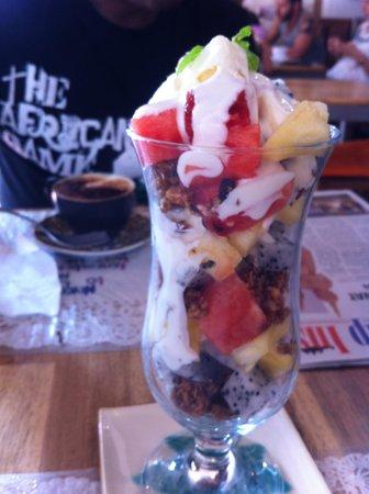 Sister Srey Cafe: Fruit Dessert. Also very good