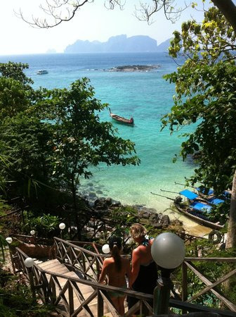 Phi Phi Hill Resort: Utsikt från resorten och den jobbiga trappan upp