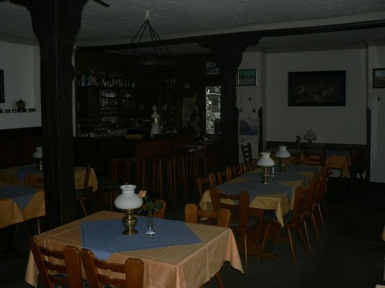 Jagdschloss Holzberg: Gaststätte mit Thekenblick