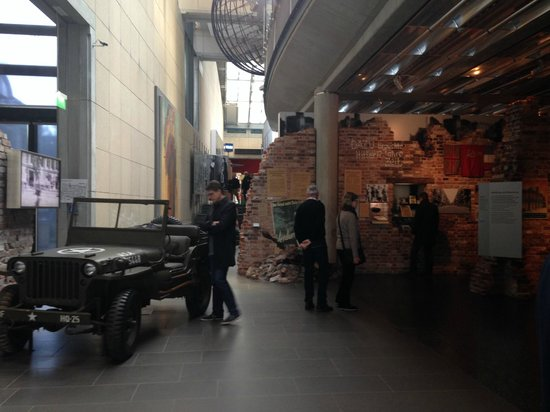 German National Museum of Contemporary History: Entrada da exposição - Pós-guerra