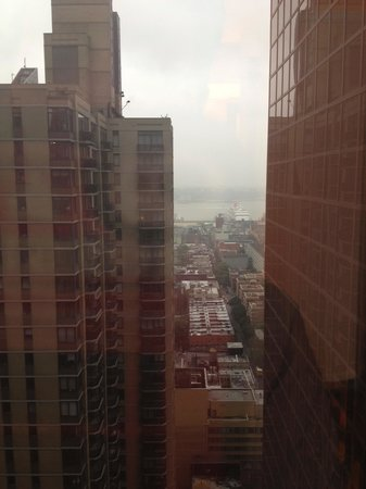 Crowne Plaza Times Square Manhattan: View from our room of Hudson River!