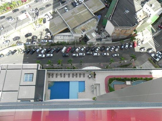 Mercure Salvador Boulevard: Vista da piscina do alto