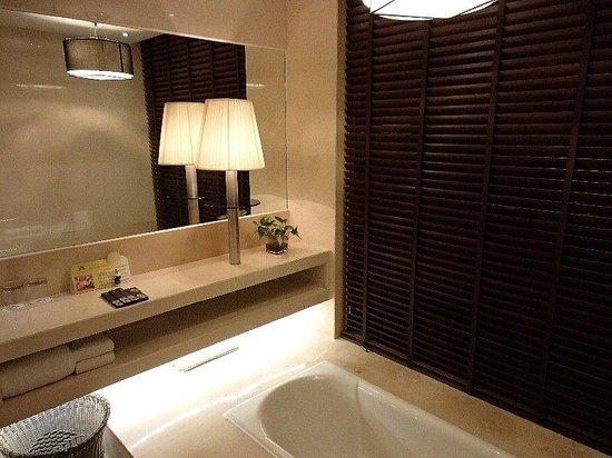 Le Parker International Hotel: 浴室