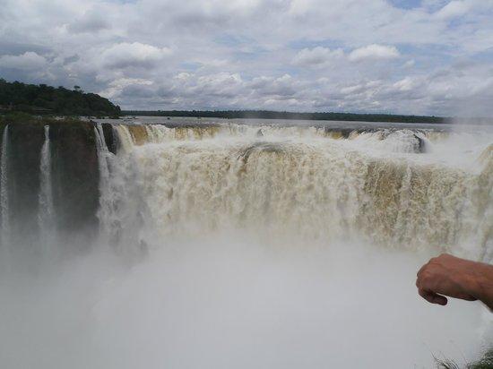Foz do Iguaçu : Queda  d'água principal (vista mais próxima)
