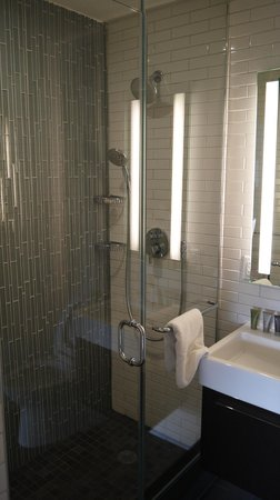 The Tuscany - A St Giles Signature Hotel: shower
