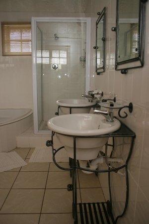 Maiden Head Country Lodge: Guest room en-suite