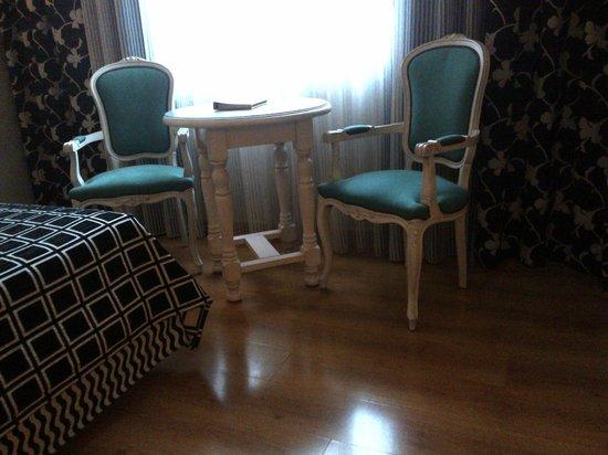 Salles Hotel Ciutat del Prat: room