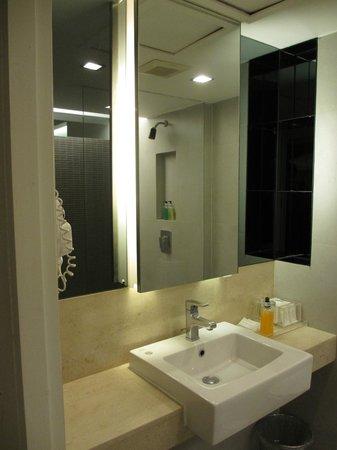 Trinity Silom Hotel : Washroom