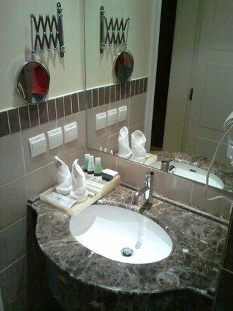 Mira Hotel: Bathroom