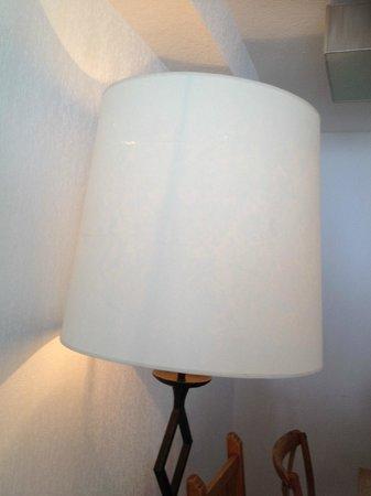 Madame Vacances Résidence Le Parc des Airelles : lampadaire déchiré