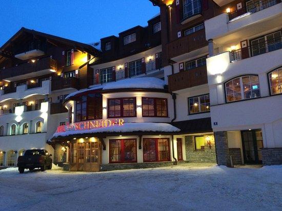 Hotel Schneider at night