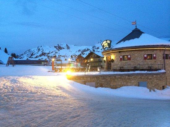 Hotel Schneider : The small hotel bar outside