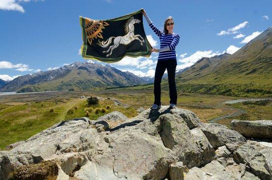 Hassle Free Tours: Flag of Rohan atop Edoras