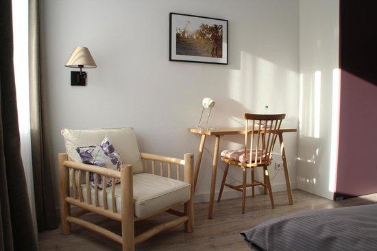 Fruehstueckshotel Fuerstenwerth: Einzelzimmer - Schreibtisch