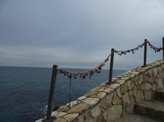 Hotel Samba: Beach area, lovers locks
