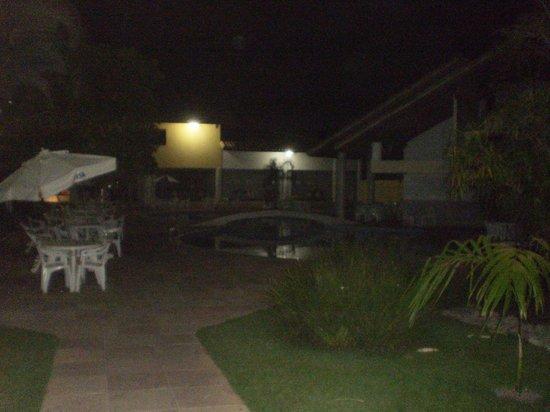 Sunshine Praia Hotel: Pileta, no se ve mucho pero algo es algo.